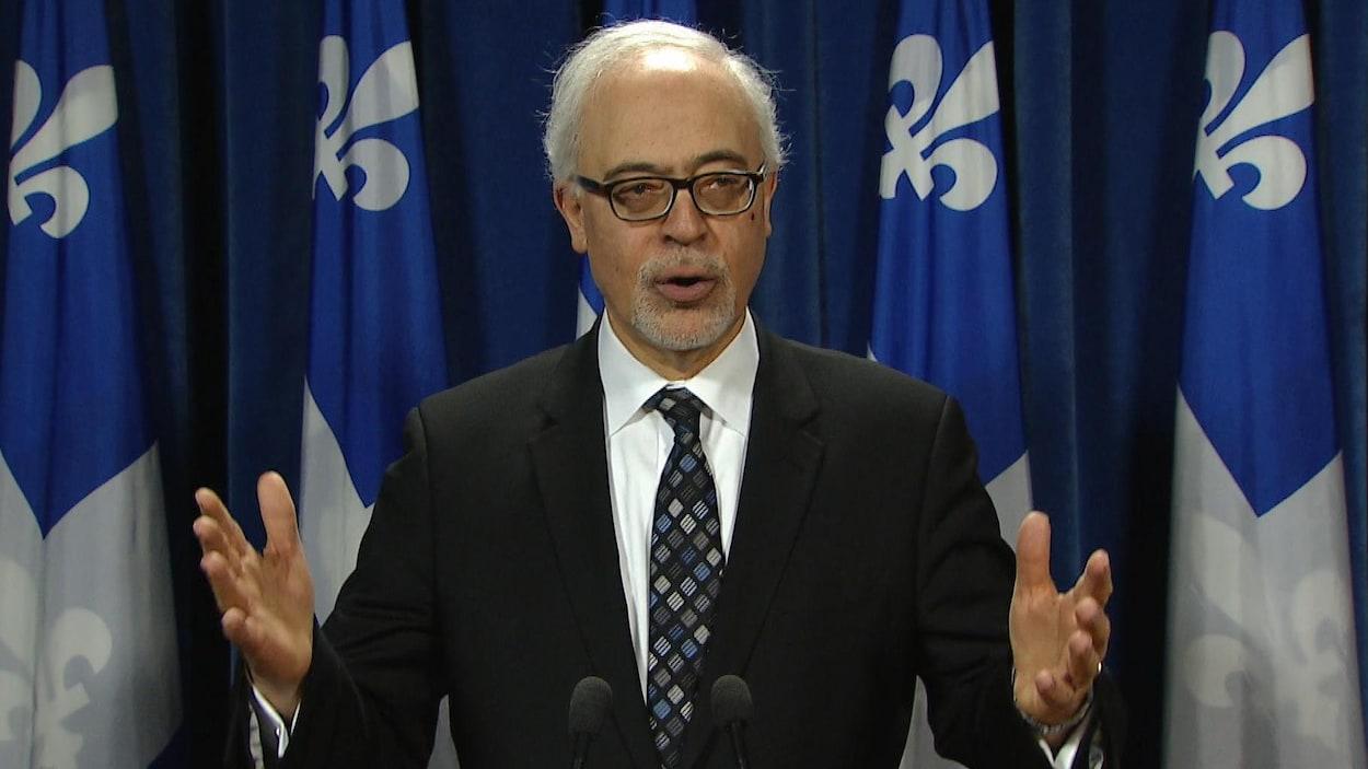 Le ministre des Finances du Québec, Carlos Leitao, à la salle de presse de l'édifice du parlement de Québec