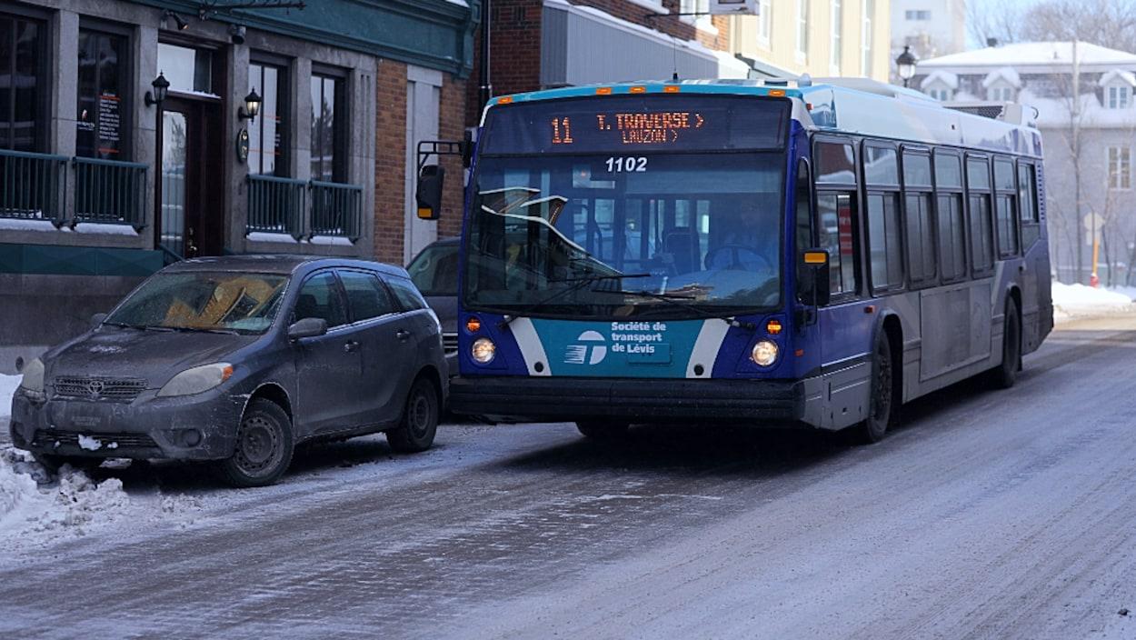 Un autobus de la Société des transports de Lévis.