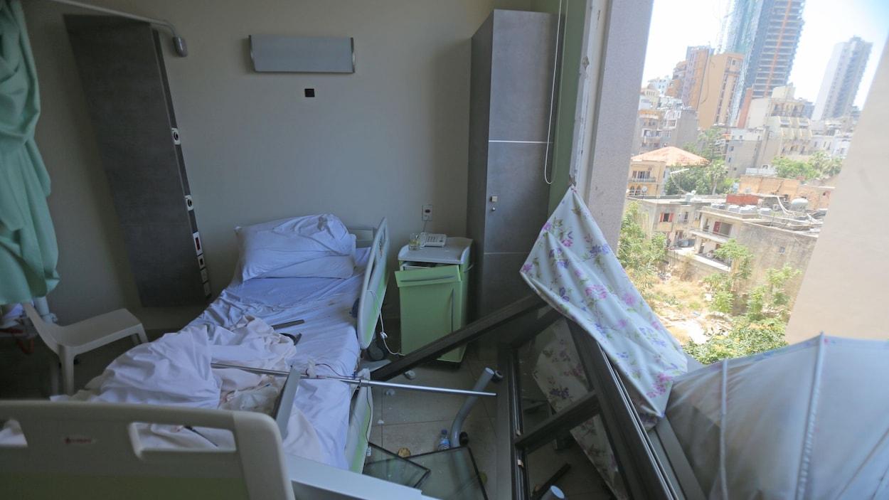 Une chambre de l'hôpital de Wardieh endommagée par le souffle de l'explosion.
