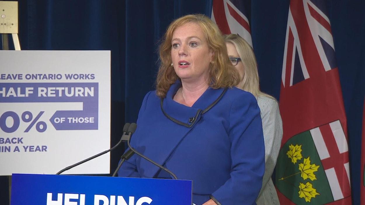 La ministre des Services à l'enfance et des Services sociaux et communautaires, Lisa MacLeod.
