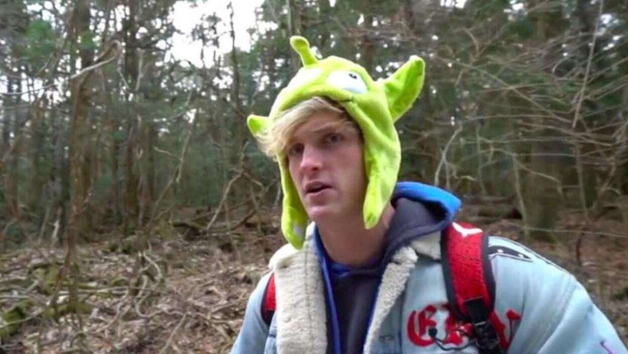 Logan Paul dans la forêt d'Aokigahara