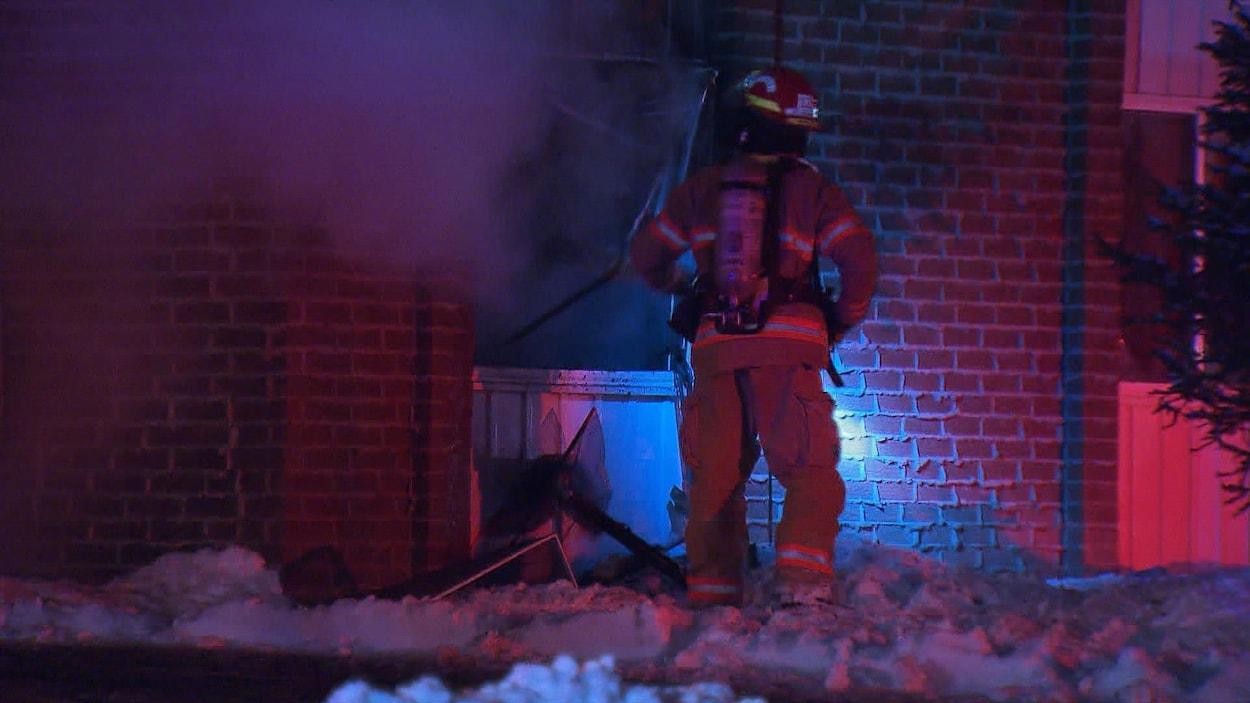 Un incendie s'est déclaré dans un immeuble d'une trentaine de logements, à Longueuil.