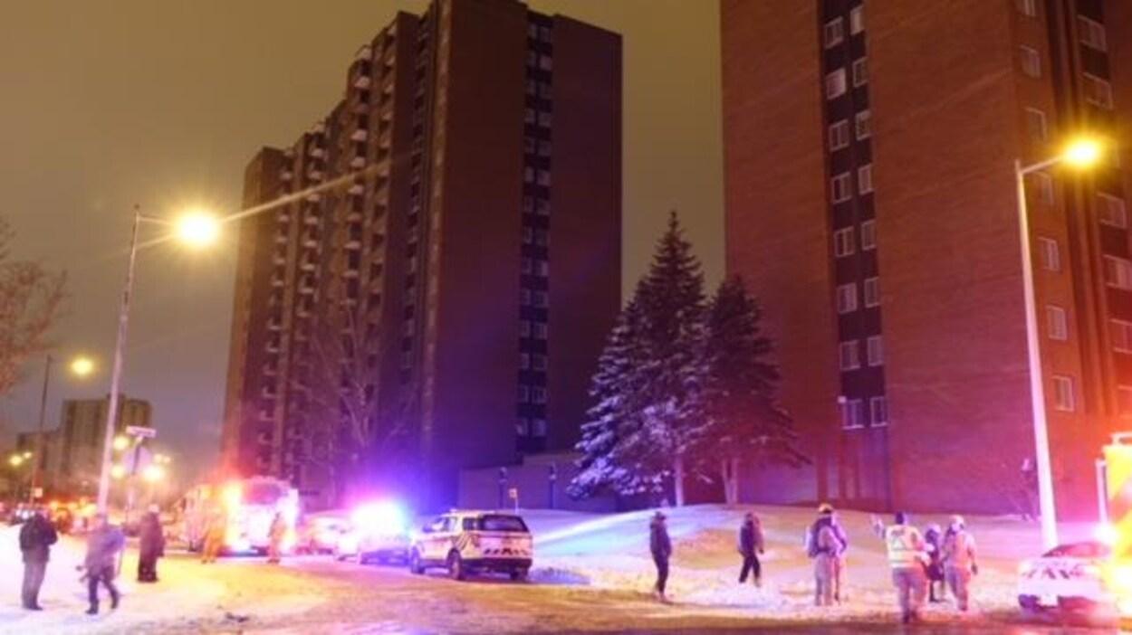 200 évacués à cause d'un incendie — Longueuil