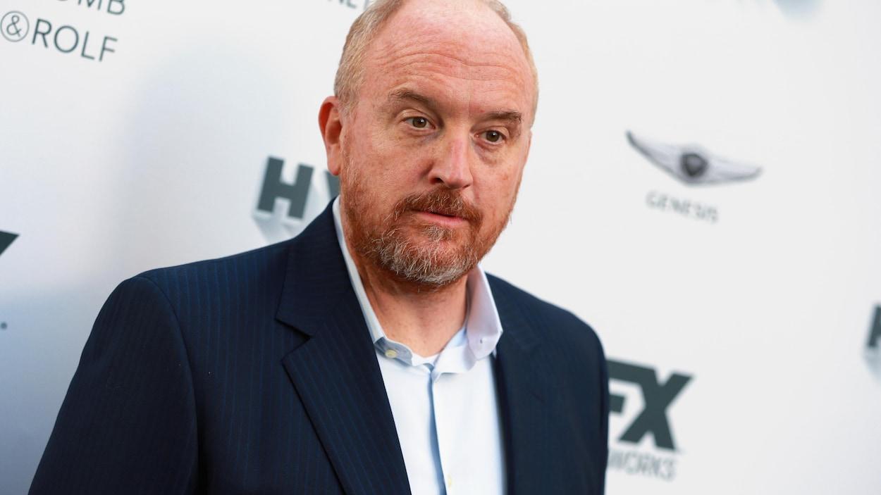 Scandales sexuels : l'humoriste américain Louis CK accusé d'exhibitionnisme