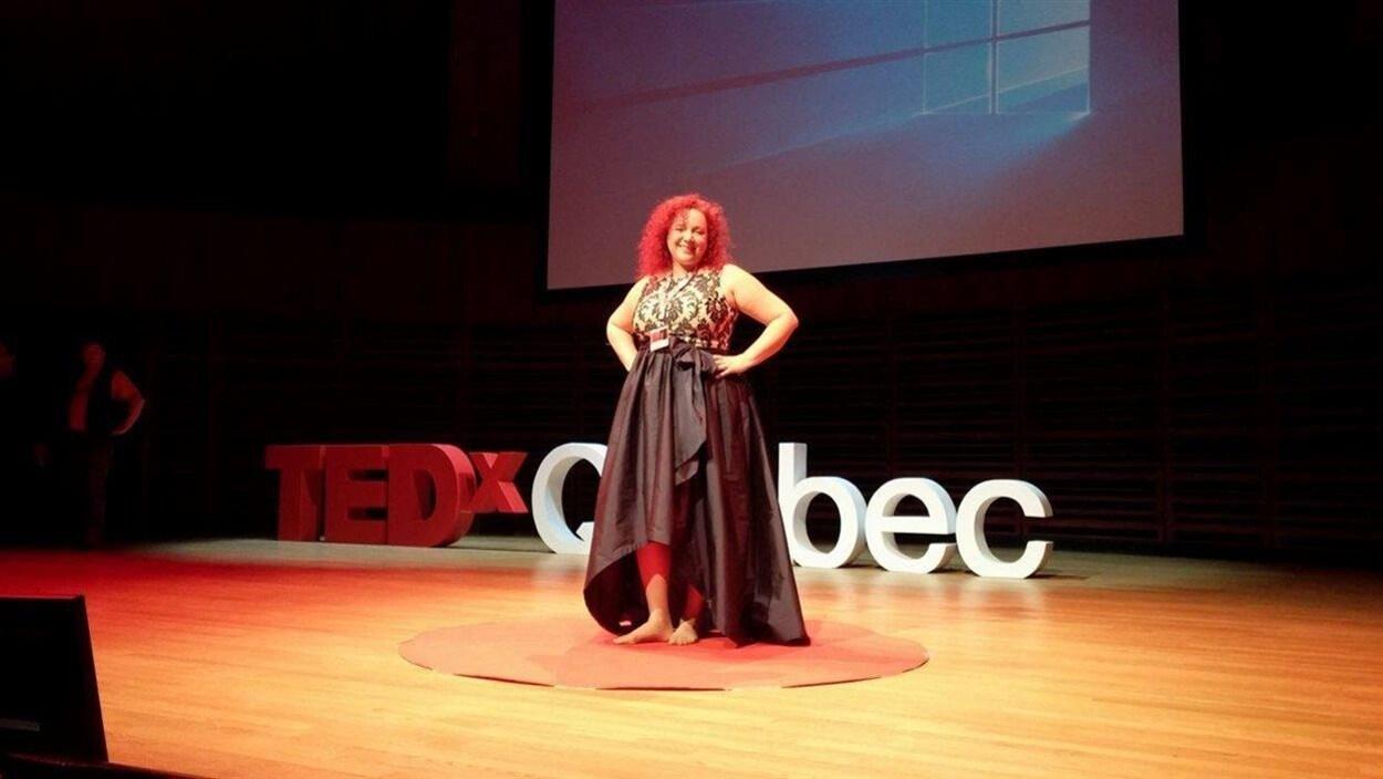 La biologiste rimouskoise Lyne Morissette en conférence TEDxQUÉBEC au Palais Montcalm à Québec