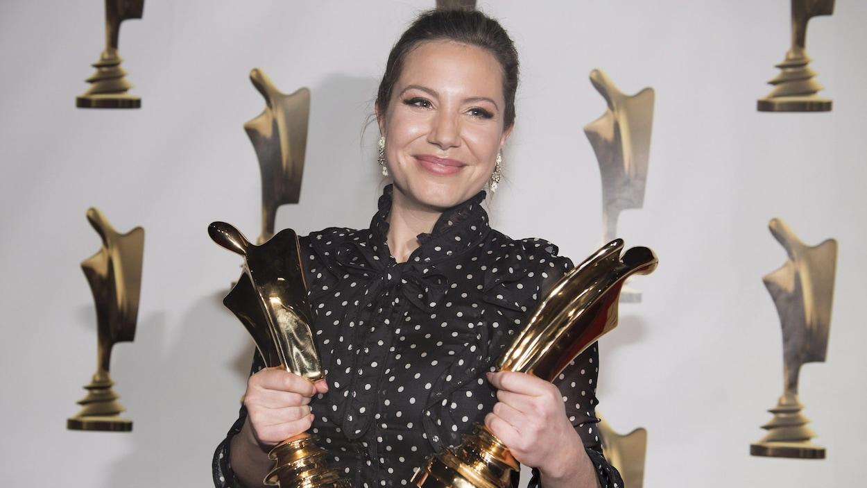 Magalie Lépine Blondeau a remporté deux trophées Artis : celui du meilleur rôle féminin dans une série dramatique annuelle, District 31, et celui de personnalité de l'année.