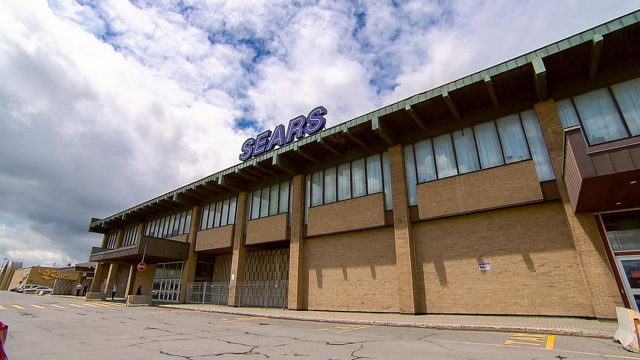 La façade d'un magasin de la chaîne Sears à Québec