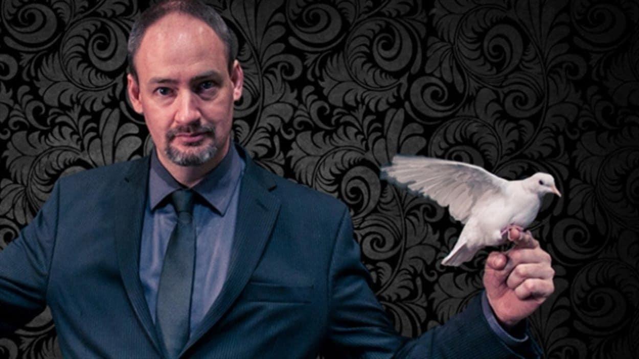 Daniel Kamenicky avec une colombe