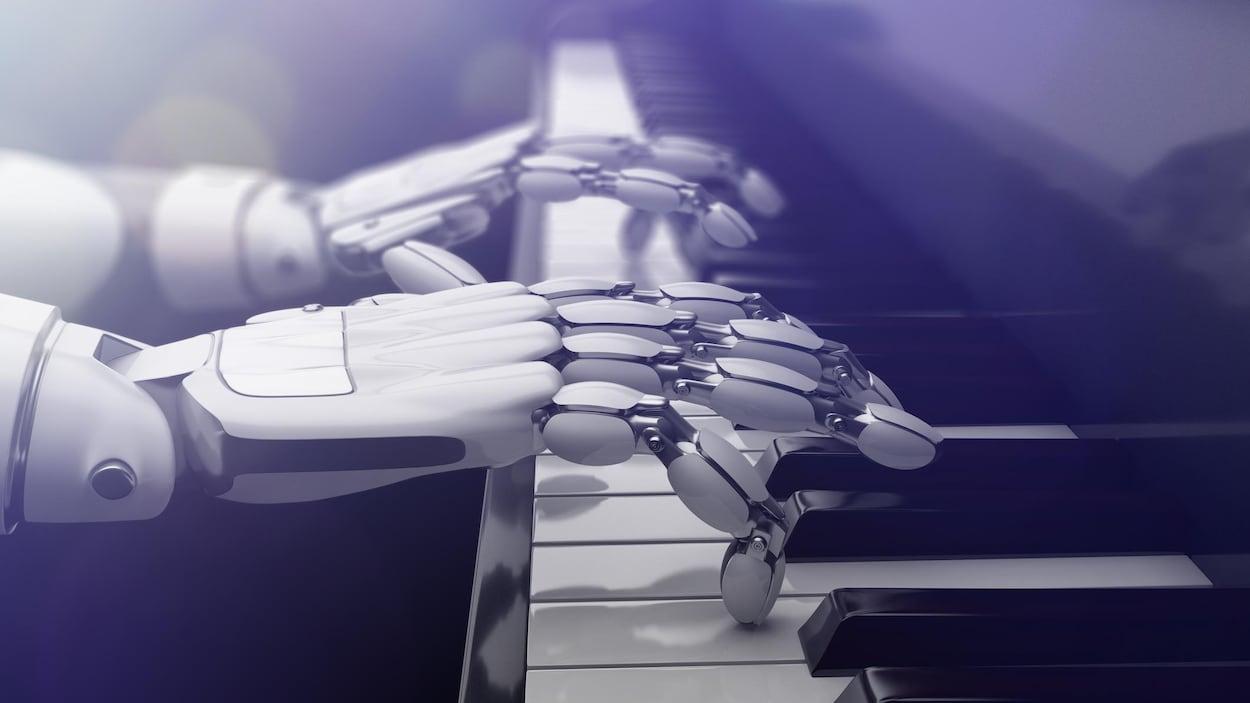 Des mains de robot jouent du piano.