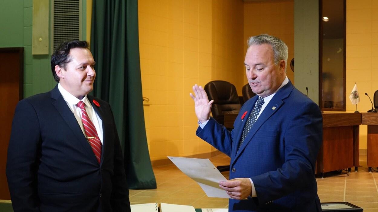 Le maire de Matane, Jérôme Landry, lors de son assermentation