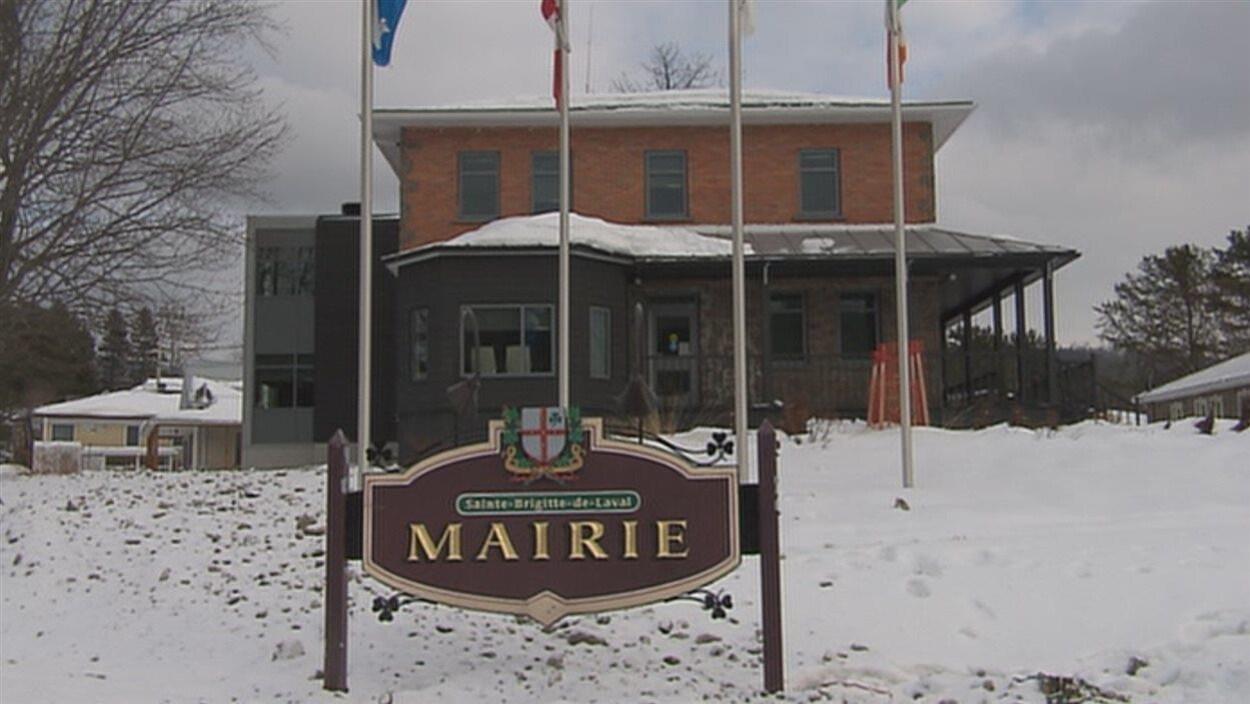La mairie de Sainte-Brigitte-de-Laval