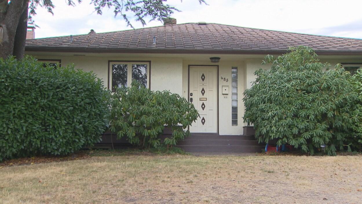 Une maison unifamiliale au coin des rues Cambie et 35e avenue à Vancouver en vente pour 11 millions $