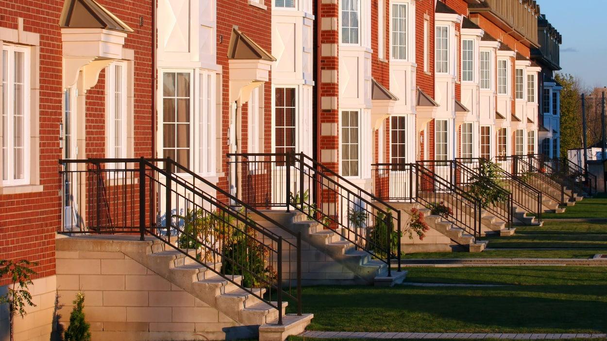 Des maisons en rangée