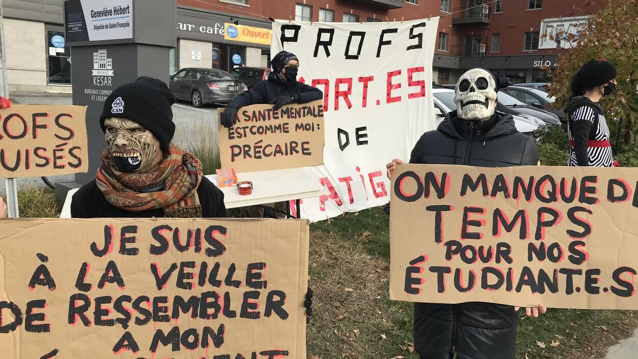 Des manifestants déguisés.