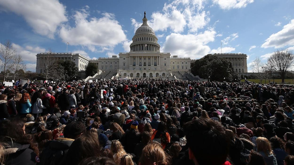Des milliers d'élèves devant le Capitole.