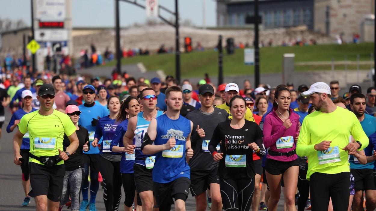 4300 coureurs ont participé au demi-marathon de Lévis.
