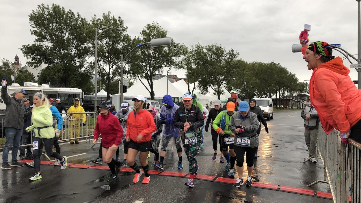 Des coureurs commencent leur marathon.