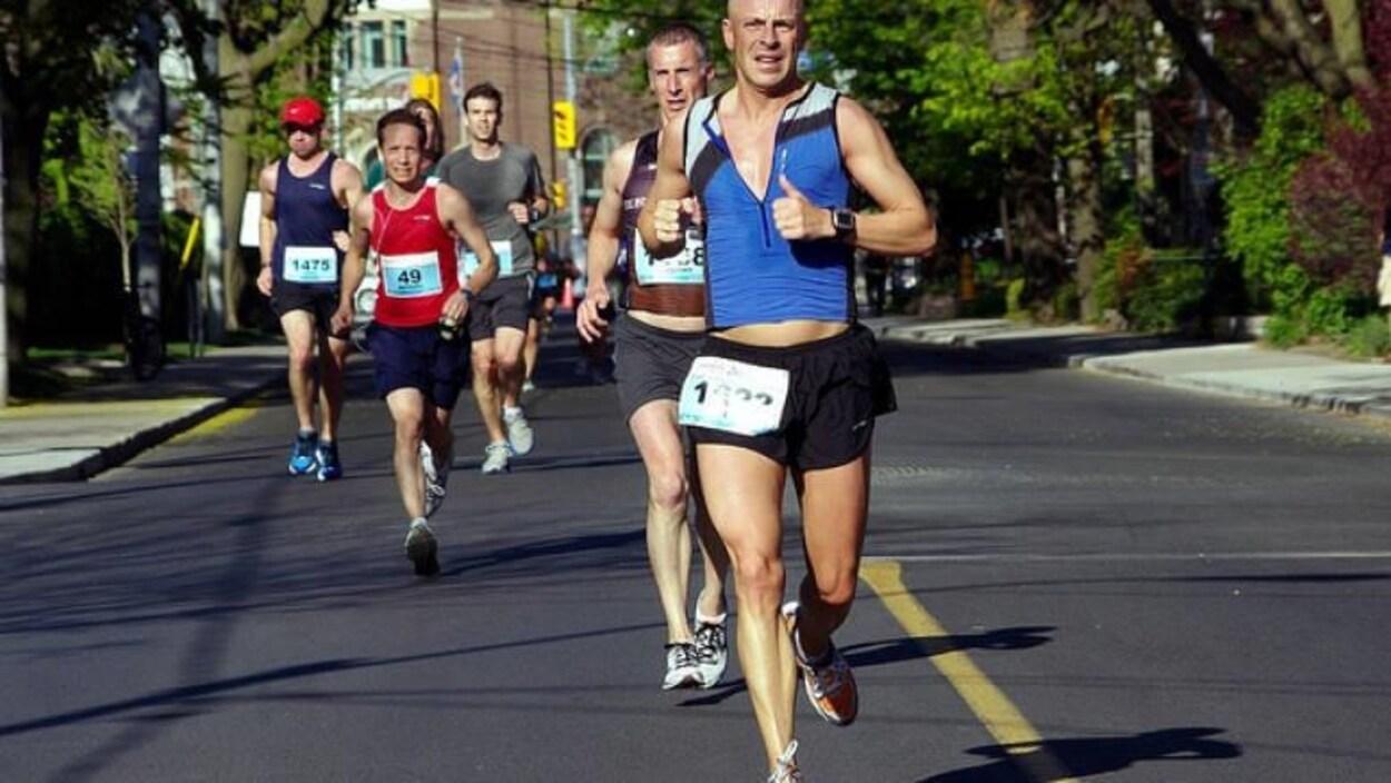 Des coureurs de marathon à Toronto