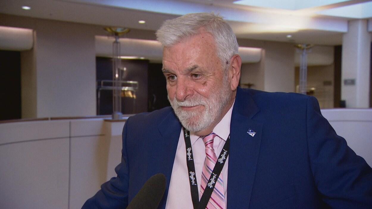 Le directeur de l'ACFA provinciale, Marc Arnal répondant aux questions des journalistes.