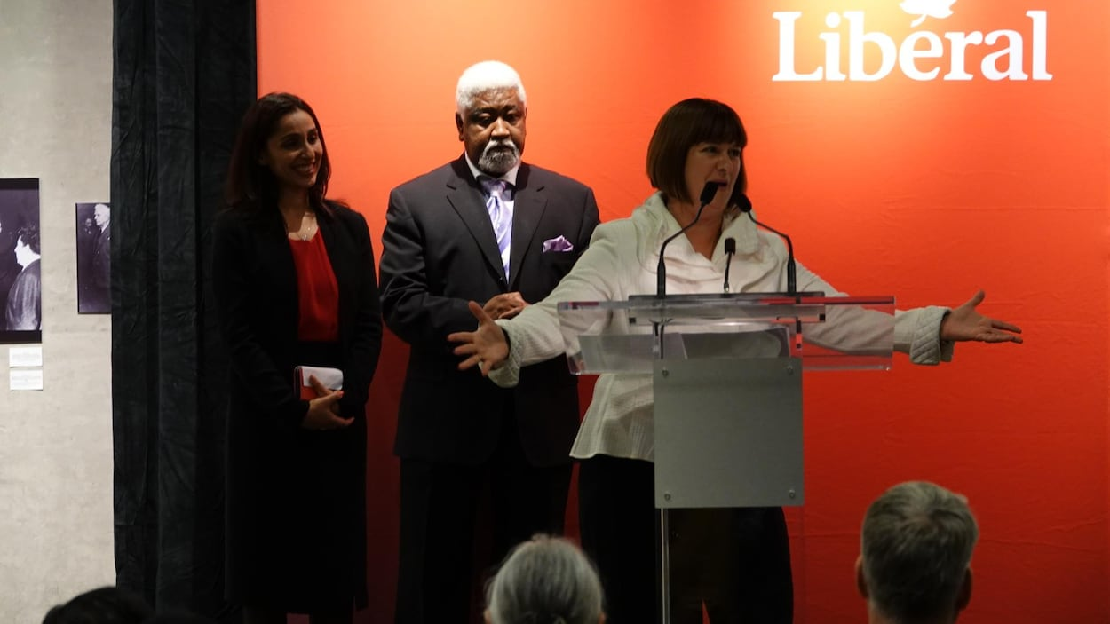L'ex-ministre des Affaires francophones, Marie-France Lalonde, prononce son discours de remerciement.