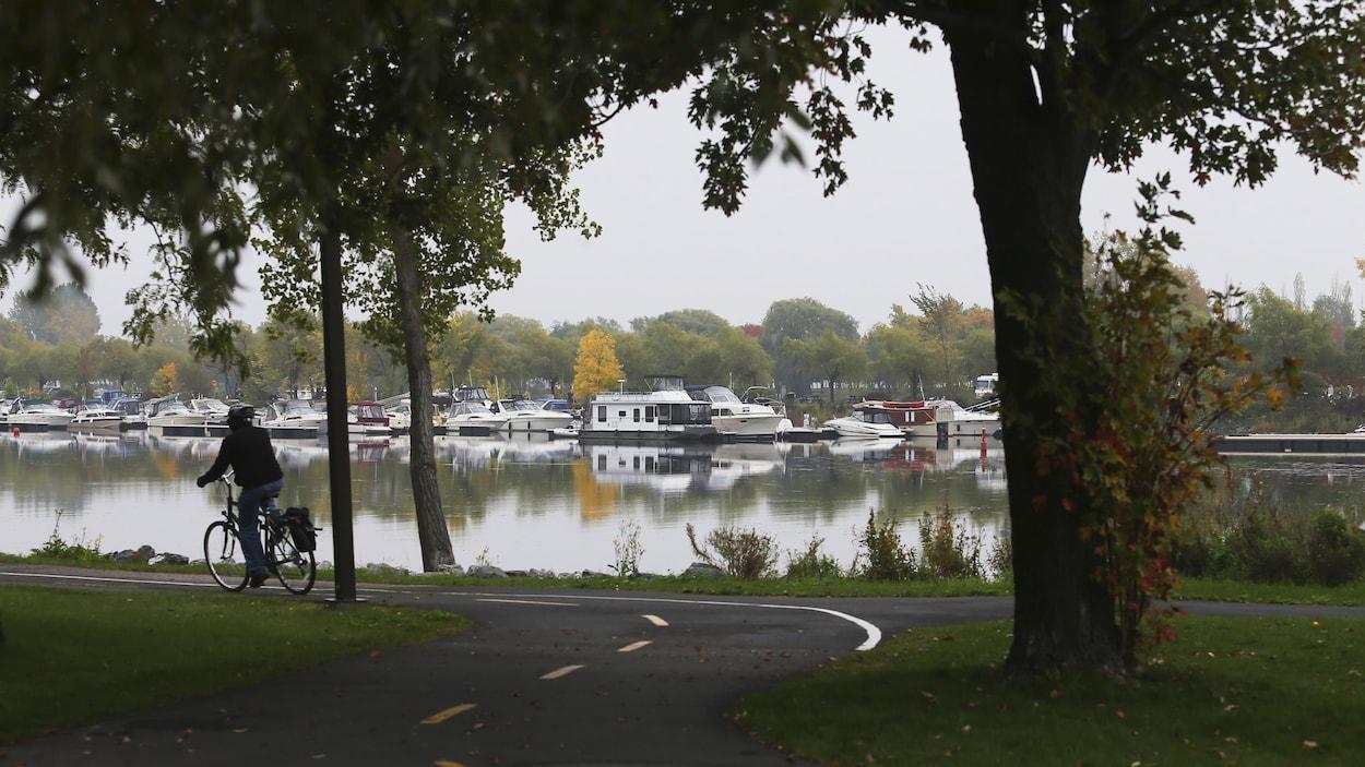 La marina, vue à partir du parc René-Lévesque.