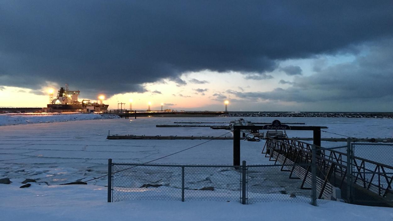 Des travaux ont déjà été réalisés l'an dernier à la marina de Rimouski parce que les chaînes retenant les pontons étaient endommagées.