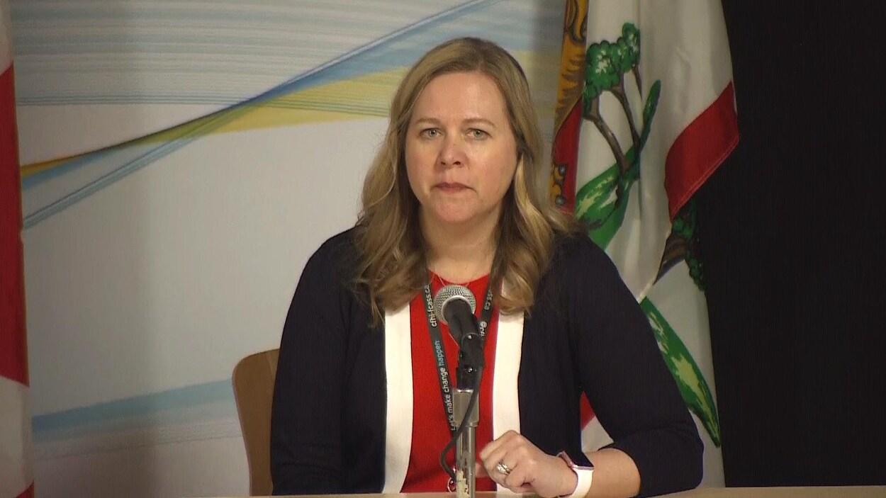 Marion Dowling, responsable des soins infirmiers à l'Île-du-Prince-Édouard, lors du point de presse quotidien sur l'évolution de la COVID-19 dans la province, le 1er avril 2020.