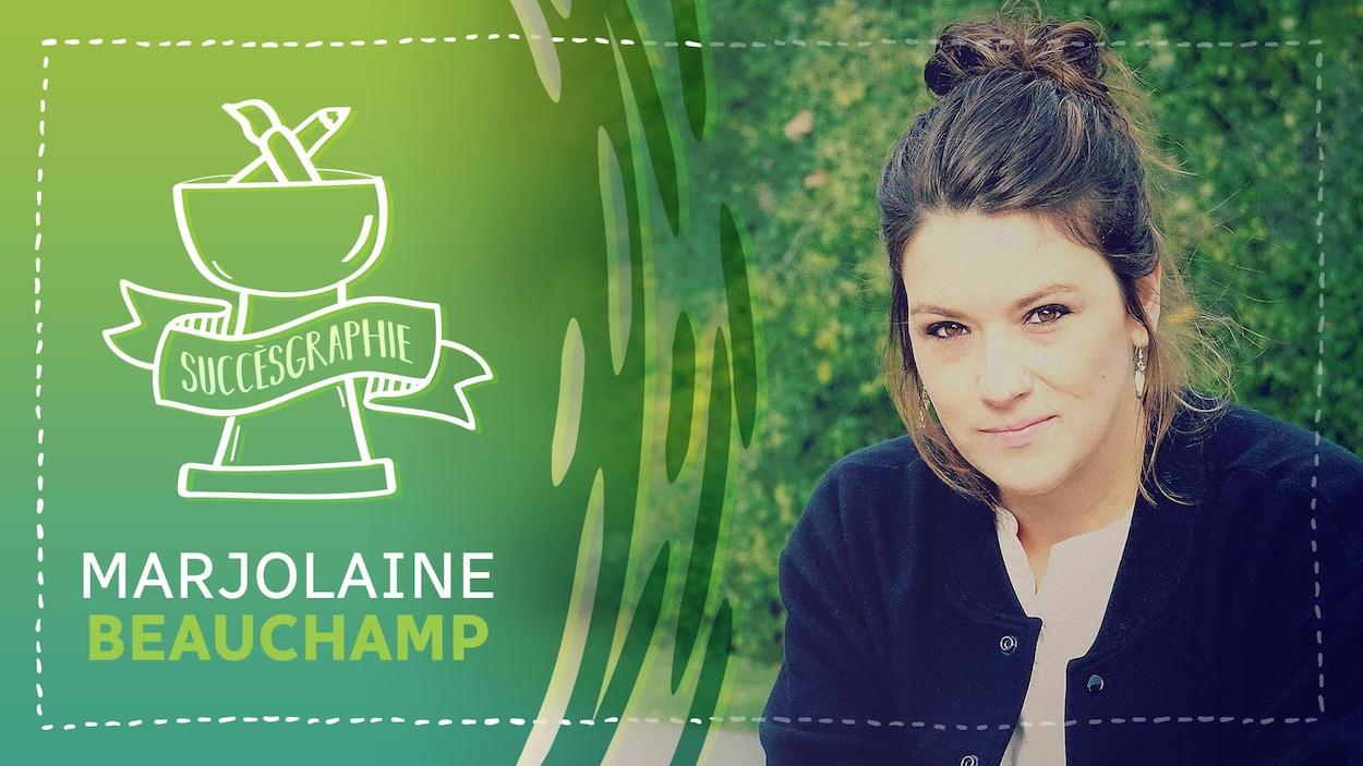 Marjolaine Beauchamp sourit légèrement en regardant la caméra. Ses cheveux sont montés en chignon. Elle porte une veste noir et un t-shirt blanc. À gauche de l'image : une infographie sur fond vert avec l'inscription « Succèsgraphie - Marjolaine Beauchamp ».