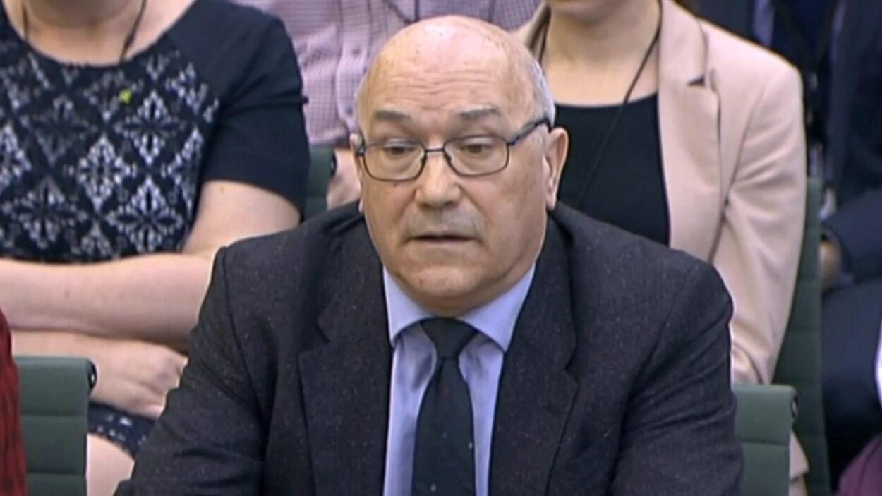 Le directeur d'Oxfam en Grande-Bretagne Mark Goldring démissionne  dans la foulée d'un scandale après la révélation, en février, d'abus commis en Haïti.