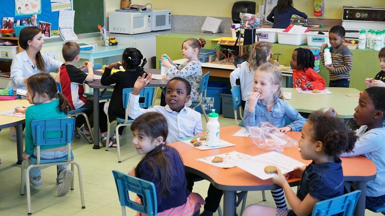 Des élèves d'une classe de maternelle 4 ans de l'École Sainte-Odile de Québec.