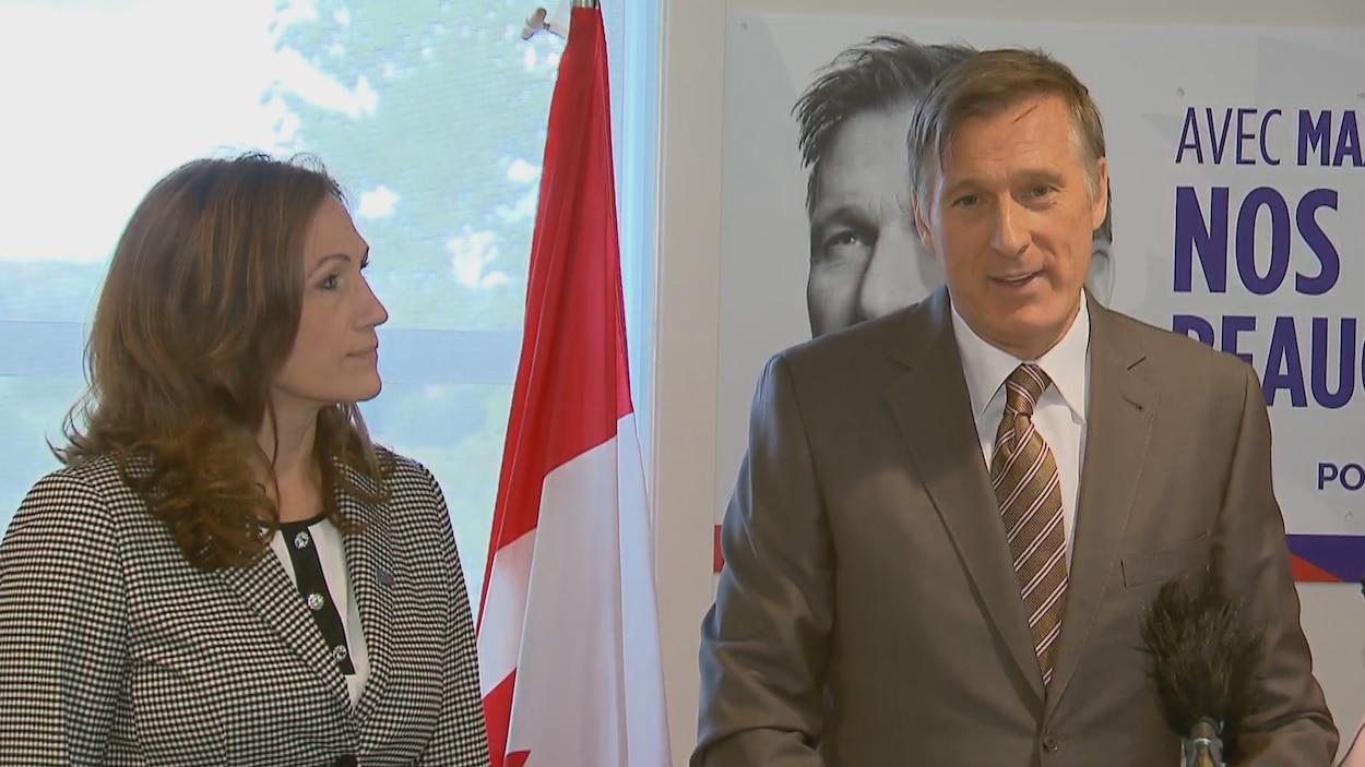 Maxime Bernier et sa directrice de campagne, Ginette Lamontagne, à l'ouverture du local électoral en Beauce.