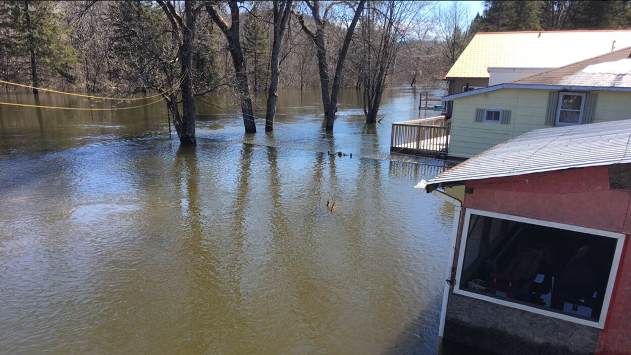Le niveau d'eau a atteint le premier étage de deux maisons dans la municipalité de Mayo.