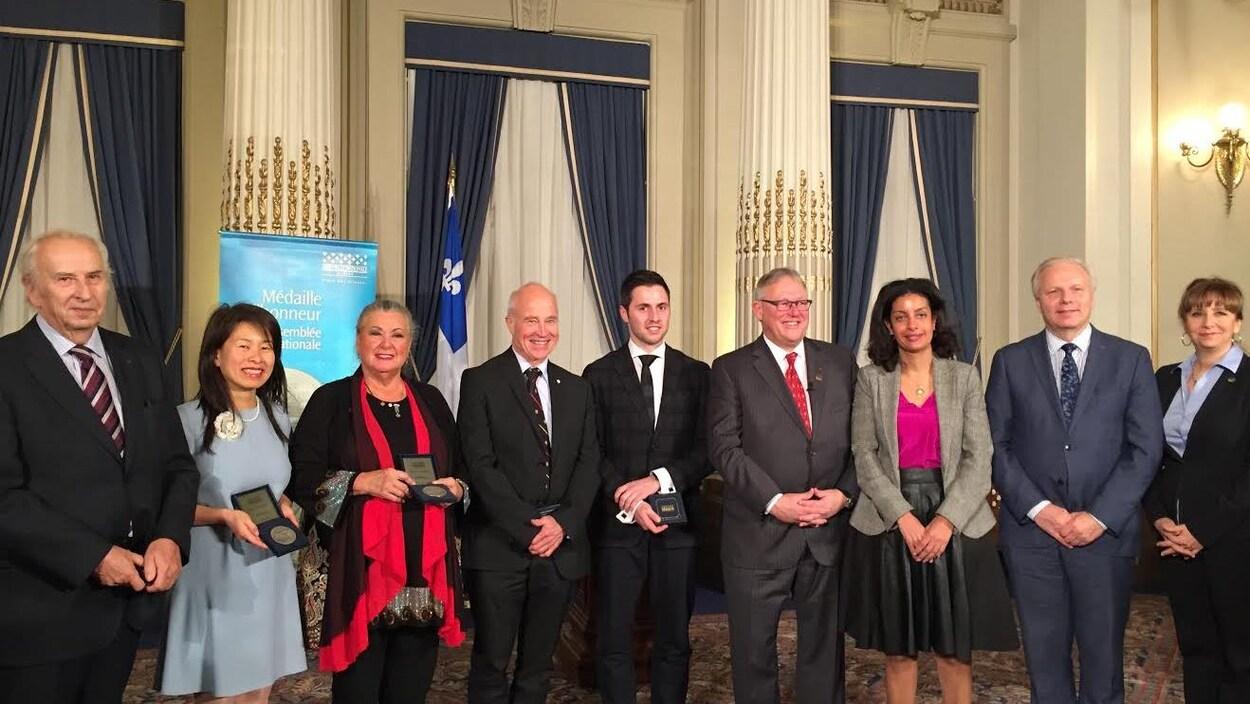 Les récipiendaires de la médaille d'honneur de l'Assemblée nationale.