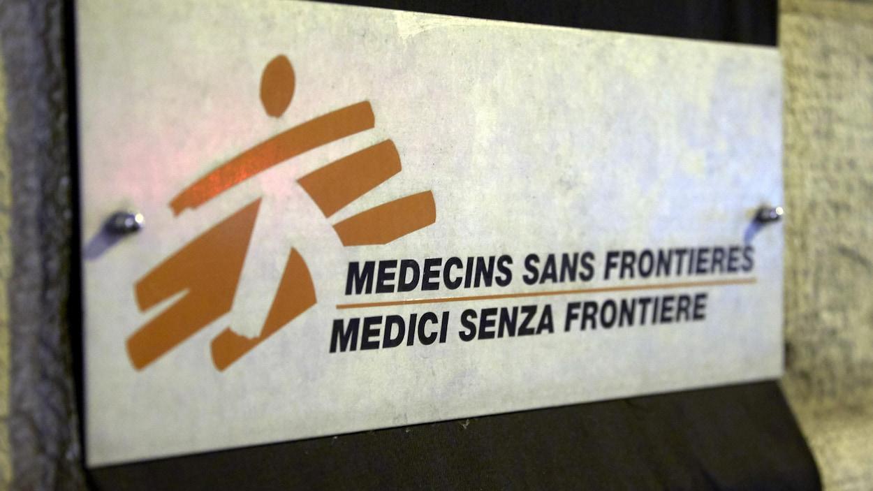 Une affiche de Médecins sans frontières.