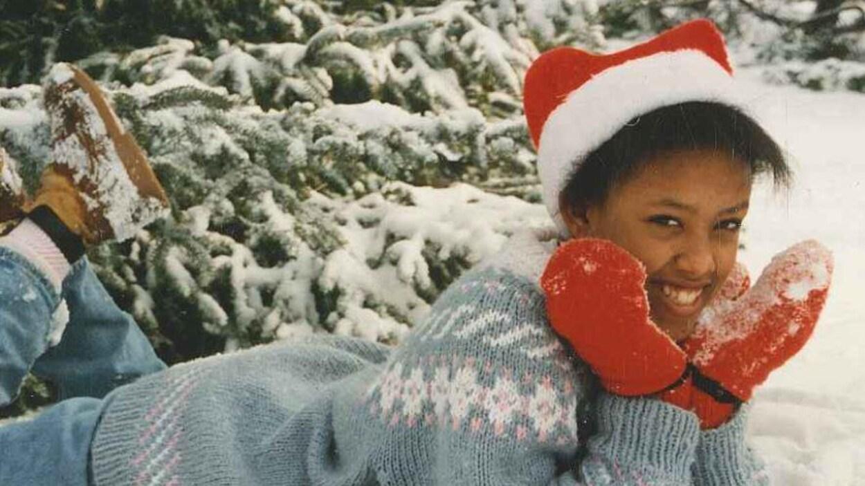 Mélanie Ethier photographiée dans une scène hivernale.
