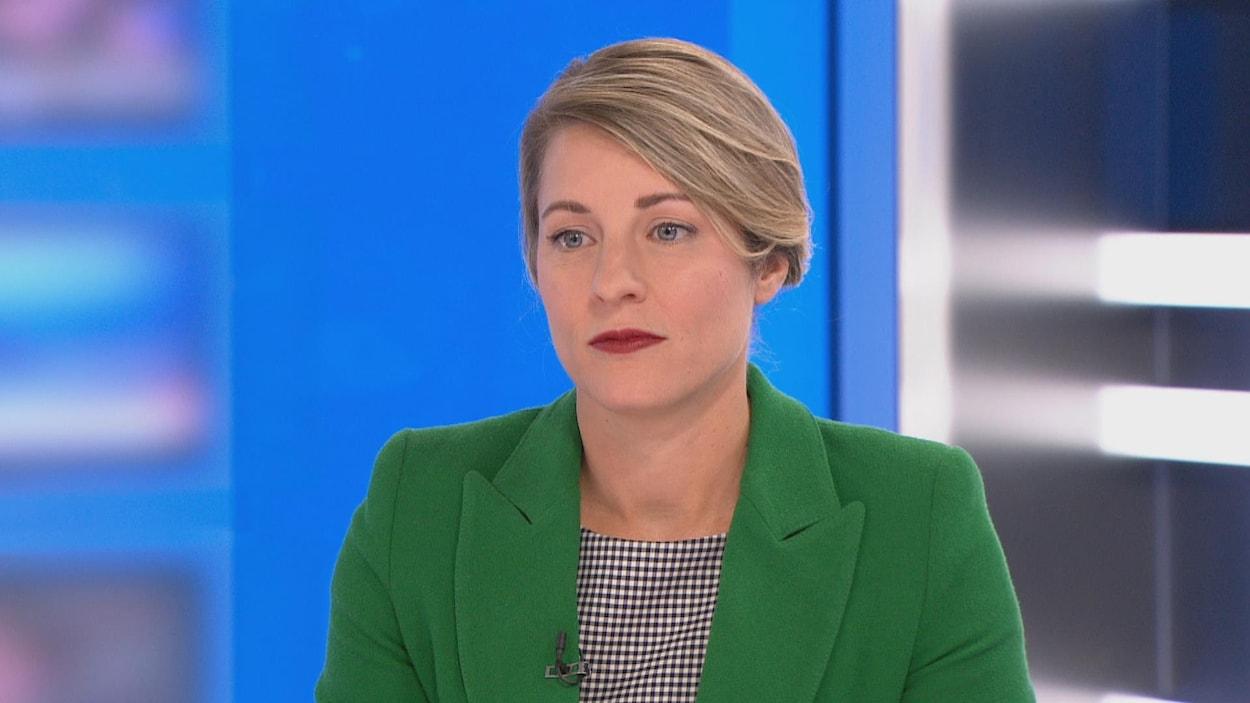 Mélanie Joly a dit c'était un « scandale » que le premier ministre Doug Ford n'ait pas prononcé un mot en français lors du discours du Trône. Elle s'adressait à l'animateur du 24|60, Sébastien Bovet.