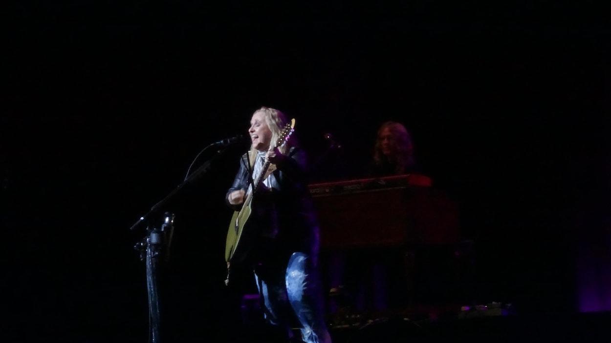 Melissa Etheridge était en prestation jeudi soir pour Trois-Rivières en blues.