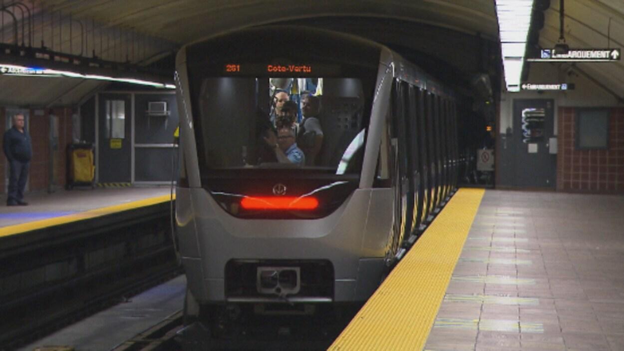 Voiture AZUR du métro de Montréal