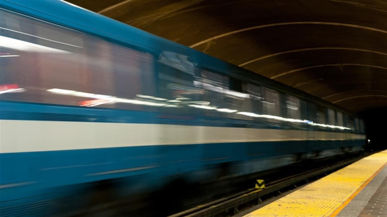 Dans les entrailles du métro de Montréal.