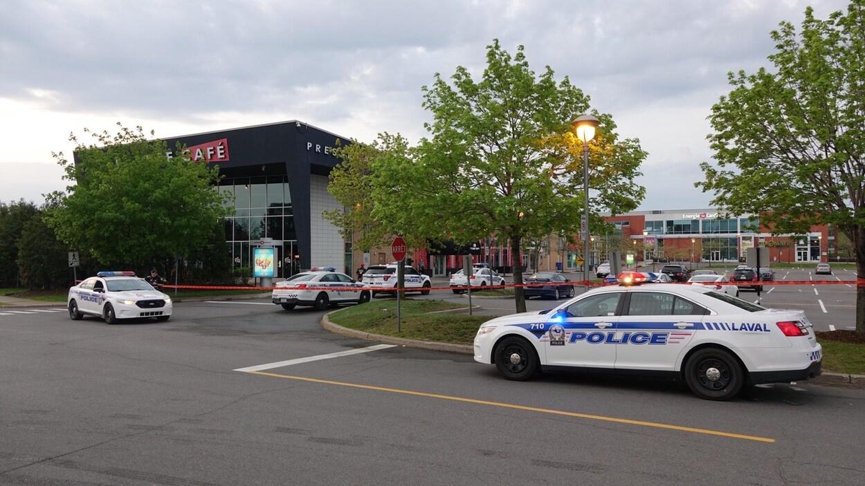 La police a bouclé les environs du Moomba, un établissement de l'avenue Pierre-Péladeau, à Laval.