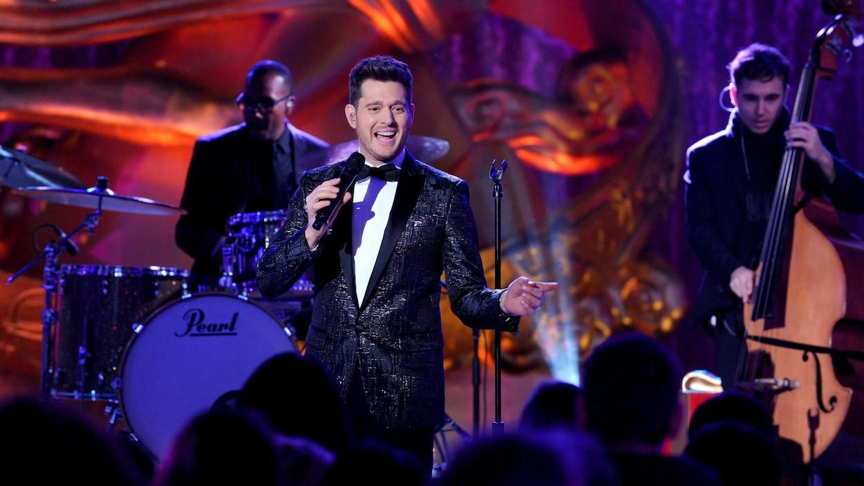 Le chanteur Michael Bublé sur scène