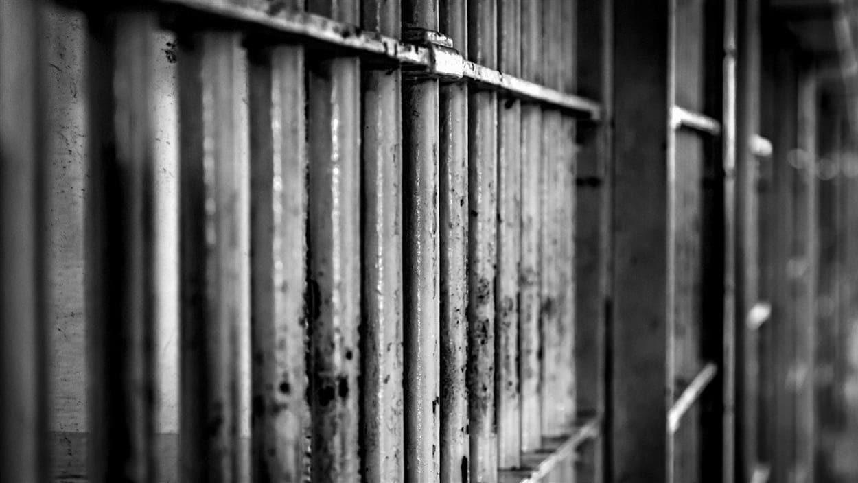 Des barreaux d'une prison