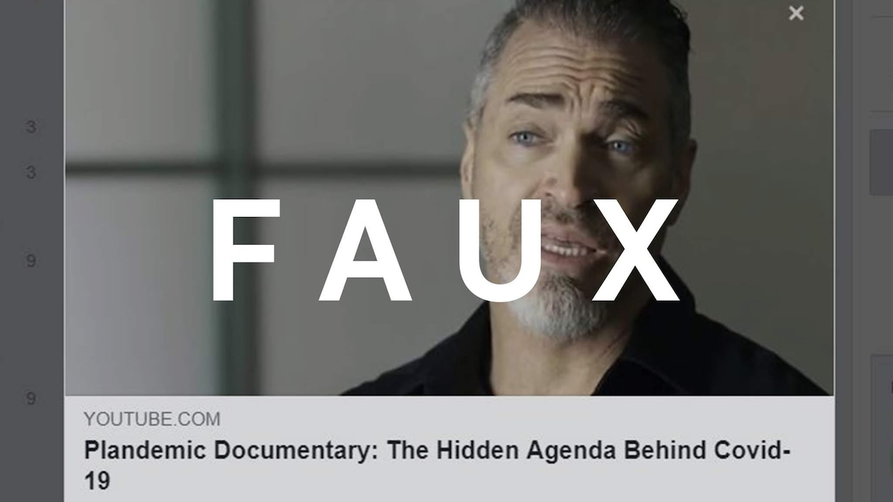 Une capture d'écran du documentaire Plandemic, où l'on voit Mikki Willis, avec le mot FAUX sur l'image.