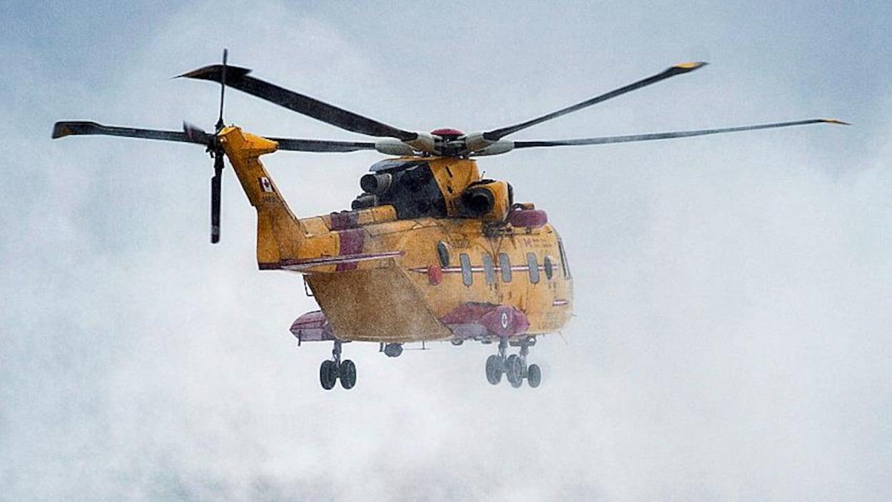 Un appareil Cormorant de l'Aviation royale canadienne en plein décollage.
