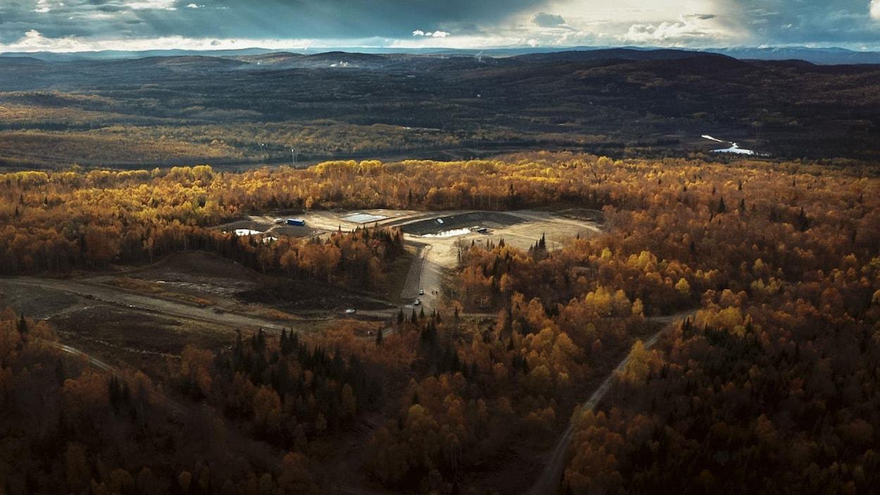 Une vue aérienne du site.