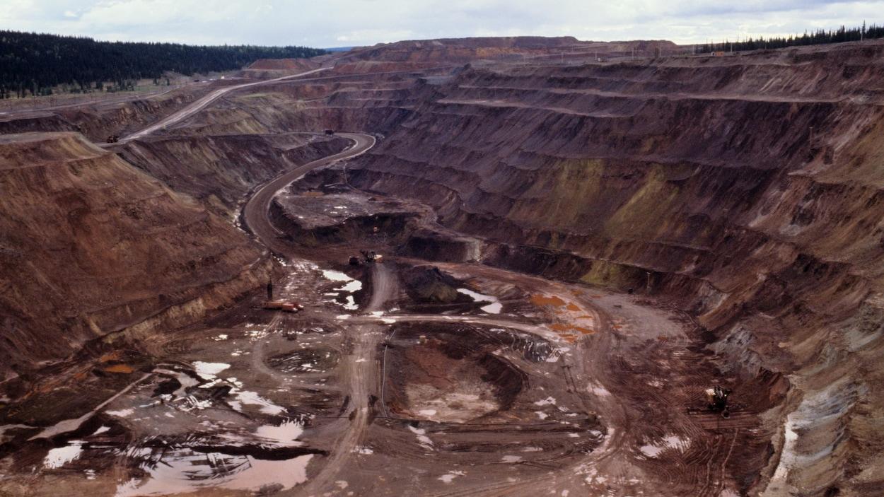 Mine de fer à ciel ouvert de l'Iron Ore à Schefferville, en 1977.