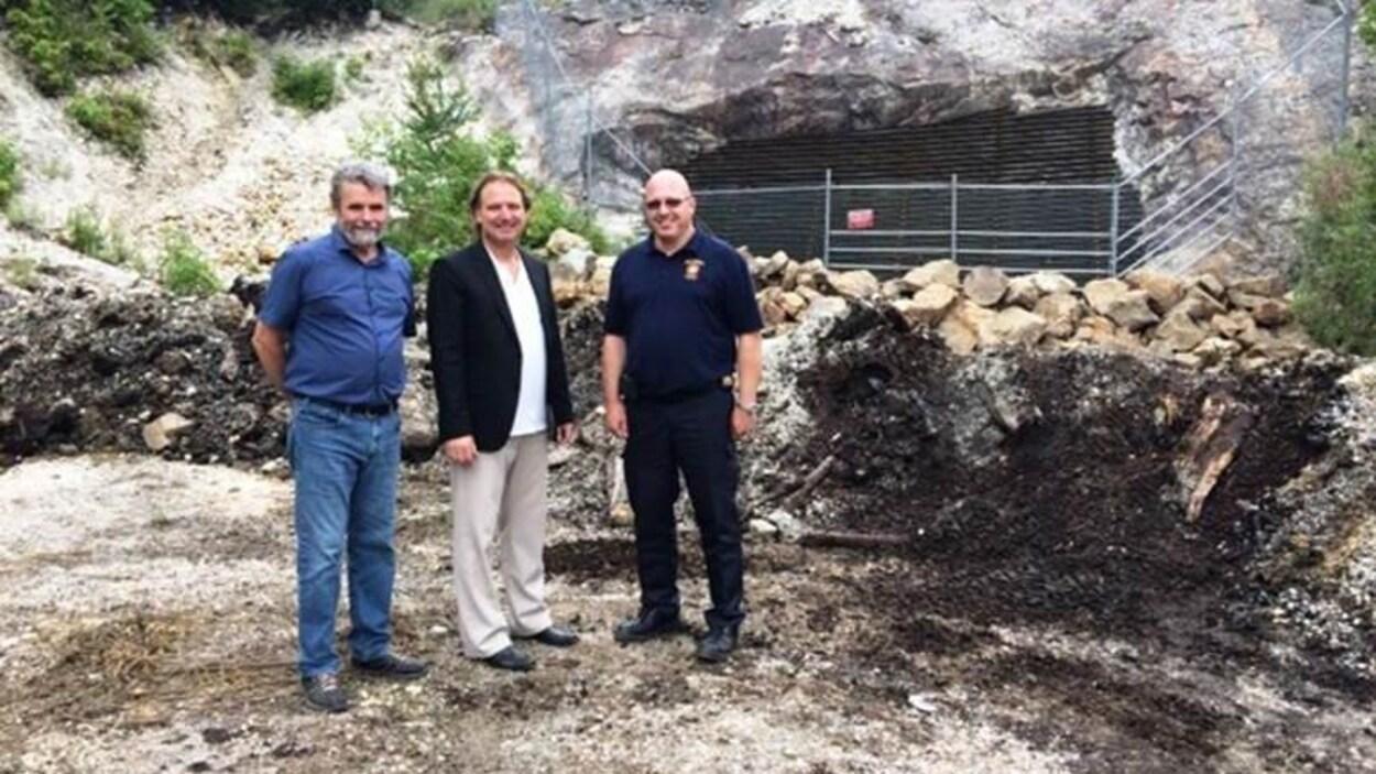Michael Kane, maire de Mulgrave-et-Derry, Alexandre Iracà, député de Papineau, Eric Lacasse, responsable de la sécurité à la MRC de Papineau