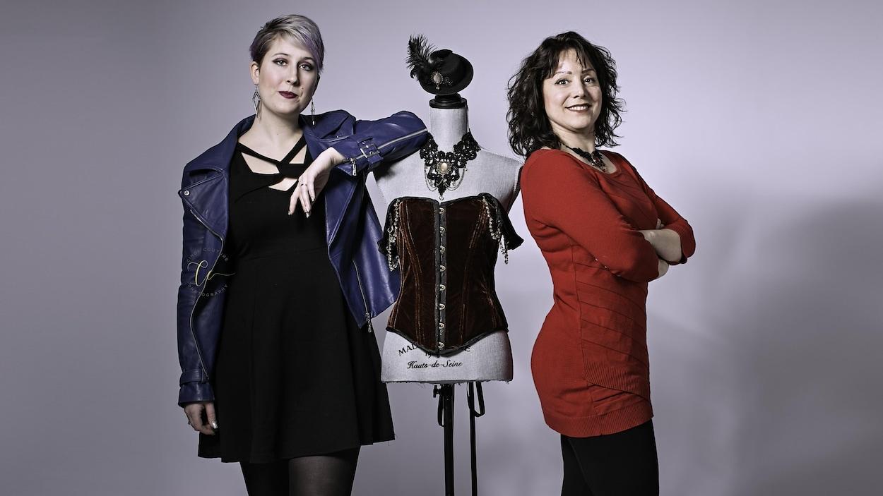 Cassandra Newton et Nadine Deslauriers-Friesen, toutes deux designers de mode de Cold Lake collaborent à une nouvelle collection.