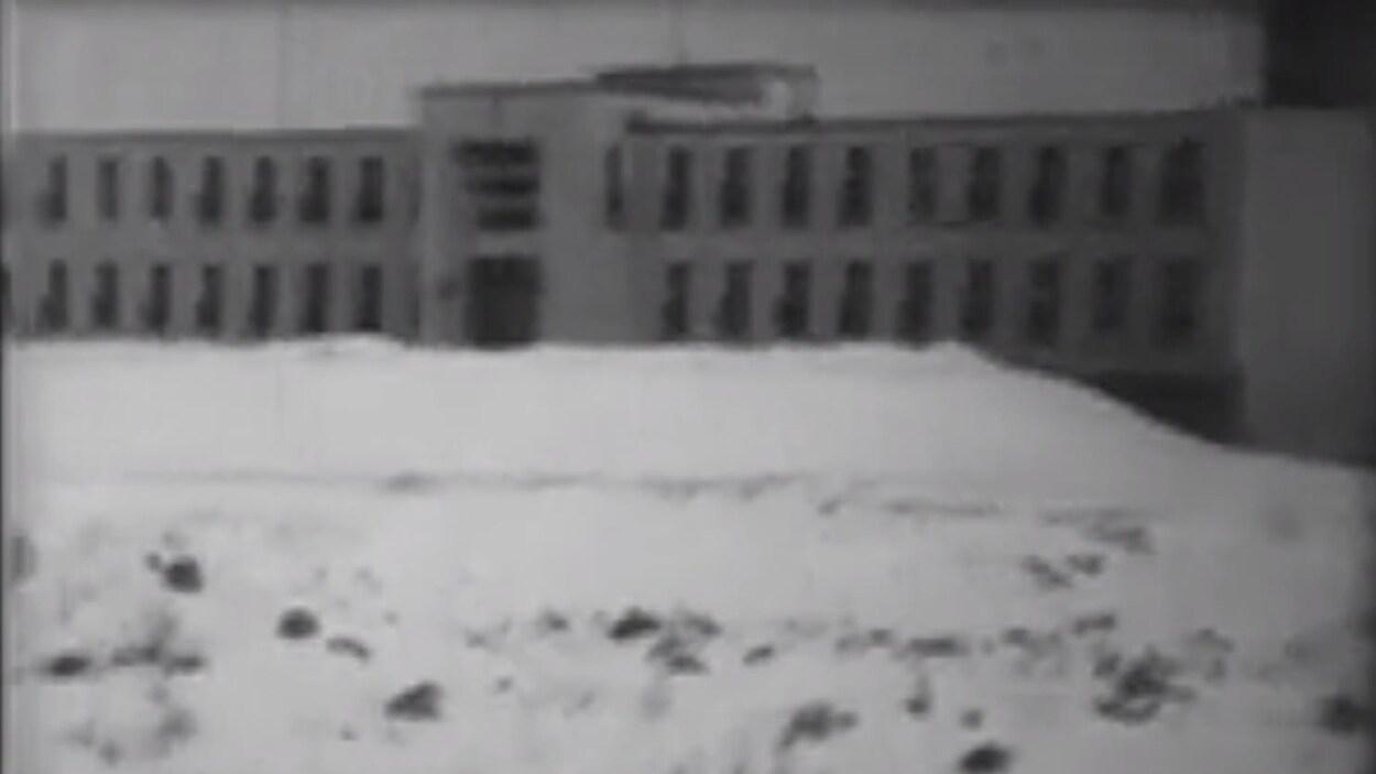 Arrêt sur image d'un extrait du film « Mon collège » de Jean-Pierre Landry et Guy Côté