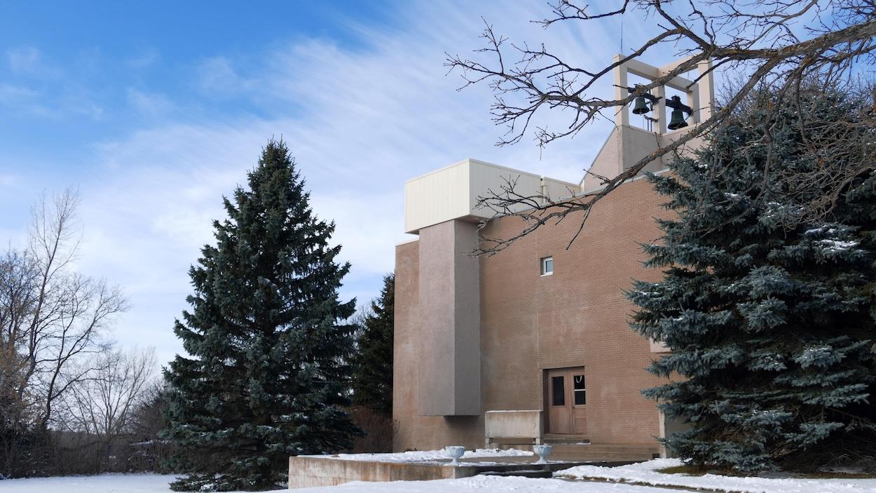 Le monastère vu de l'extérieur en hiver.